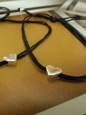 Pulsera corazón perforado con hilo (2)